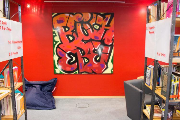 Das von Jan Segtrop gestaltete Grafitti im neuen Jugendbuch-Bereich